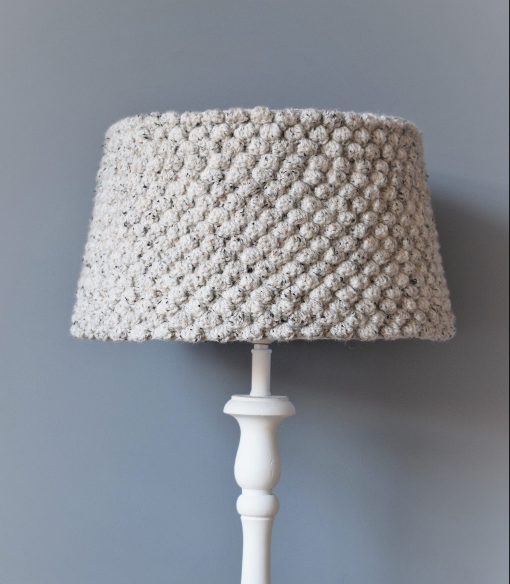 On the picture: Free crocheted pattern lampshade